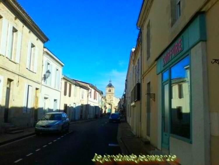 Barsac (Barçac en gascon) est une commune du sud-ouest de la France, située dans le département de la Gironde, en région Aquitaine.  Ses habitants sont appelés les Barsacais