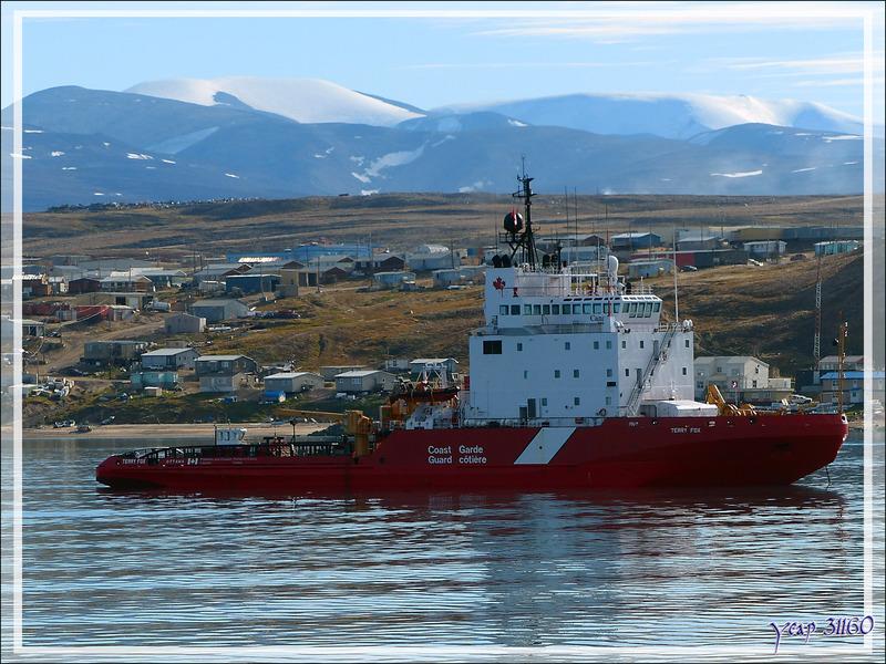 Dès que les autorités canadiennes ont quitté le bord, nous levons l'ancre direction Tremblay sound - Ile de Baffin - Nunavut - Canada