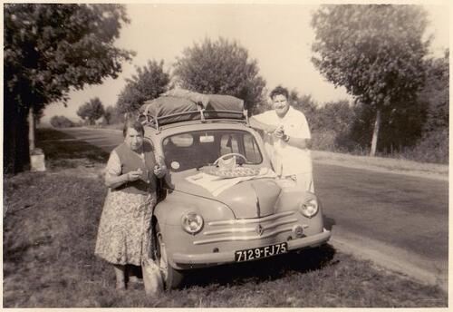07 - Prendre la pose près de sa voiture, les couples