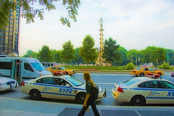 ny_columbus_circle_time_warner_center_people_11_527