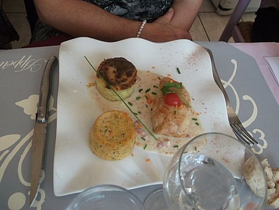 Paupiette de poulet facie au camembert et sa crème de lardons