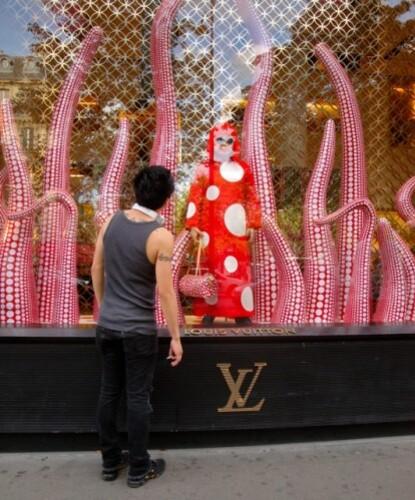 vitrines Kusama Vuitton Champs-Elysées 6