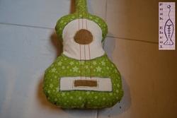 Guitare en tissu pour mon filleul