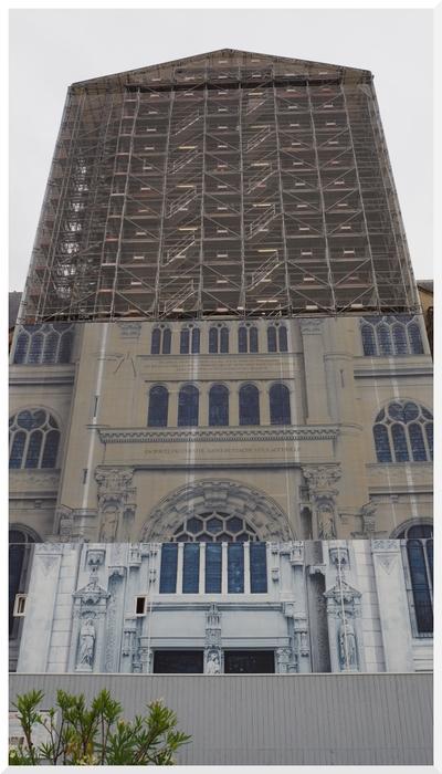 Eglise Saint-Eustache et publicité