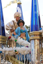 Magic Kingdom (Florida) - Mickey's Once Upon A Christmastime Parade
