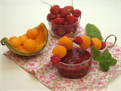 BROCHETTES DE FRUITS,SOUPE DE FRAMBOISES