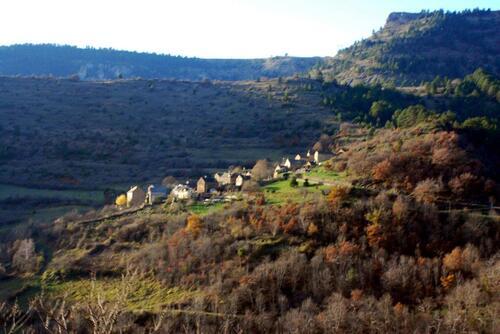 Petit village niché au dessus du Tarn