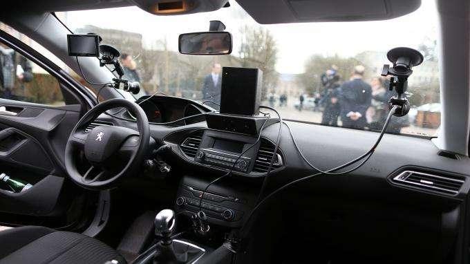 """Radars embarqués dans 1 voiture privée : """"Est-ce qu'on est d'accord pour mettre entre les mains de sociétés privées des outils de sécurité routière ?"""""""