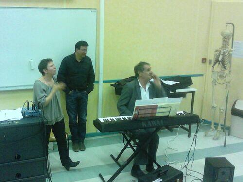 Répétition à la faculté des sport en compagnie des auteurs compositeur Gil Chauvet et Romain Didier