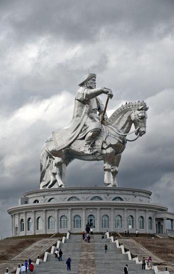 l'empire mongol avait été agrandi par gengis khan.