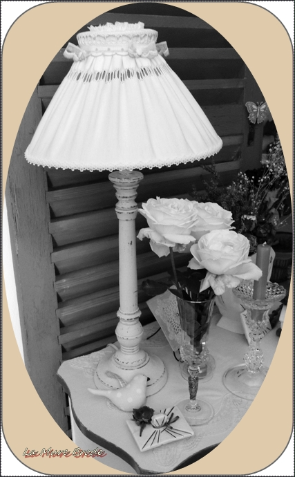 lampe abat jour drap ancien la mure brode. Black Bedroom Furniture Sets. Home Design Ideas