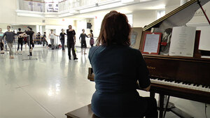 dance ballet class pianist dancers choregrapher