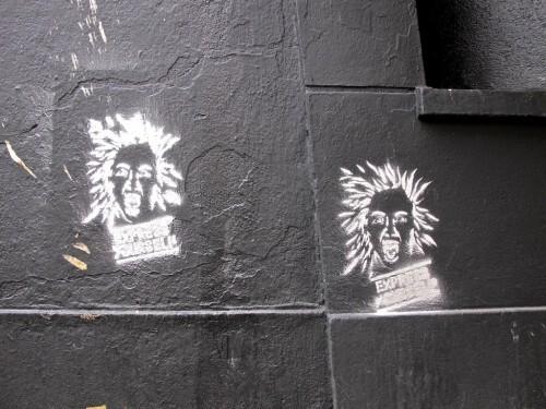 street-art express yourself message