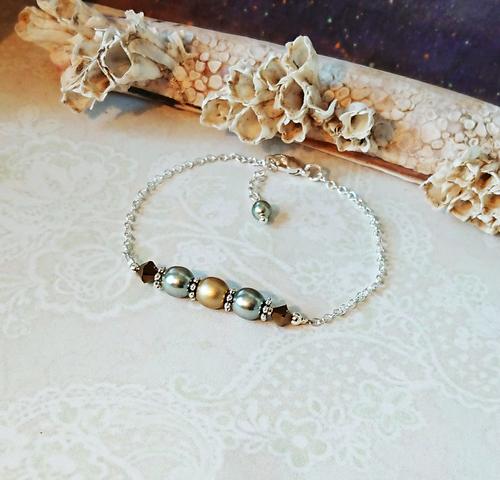 Bracelet 3 perles 6mm Verre nacré Renaissance vert olive et or mat, cristal de Swarovski / solide plaqué argent