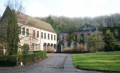 En l'abbaye de Saint-Denis en Broqueroie