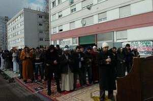 prière dans la rue