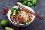 Un délicieux bouillon asiatique au poulet en 30 min