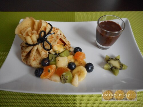 Aumônière de crêpe et son trésor de fruits