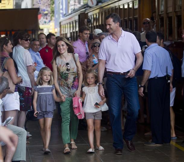 Felipe, Letizia et les infantes