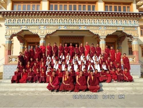 L'école Monastique des enfants mones de Phunthsok Tcheuling   Kathmandu Népal