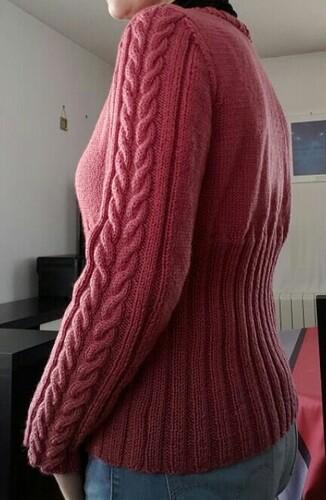 Tricoter un gilet à torsade sur les manches