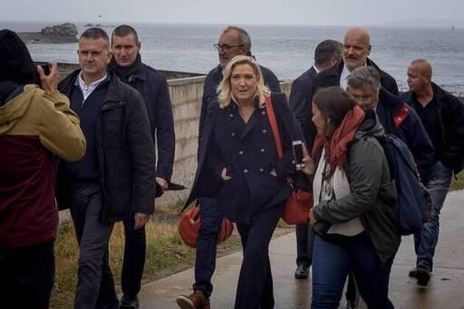 Marine Le Pen est arrivée avec 24 heures d'avance sur l'île de Sein, ce mercredi 17 juin 2020.