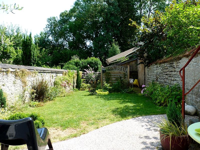 Vesoul trois jours en jardin fier de vivre metz for Jardin mur en pierre