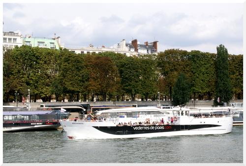 Visiter Paris en bâteaux.