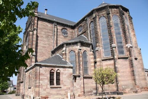 L'église de Forbach - Construite d'après les plans de l'architecte Desgranges et consacrée en 1868 par l'Evêque de Metz Mgr. Dupont des Loges, cet édifice de style « Néo gothique » en forme de croix latine a remplacé les anciennes églises Saint Sébastien et Saint Rémi.