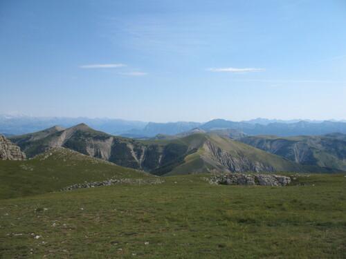 Au loin le Morgon et Dormillouse vus des Monges
