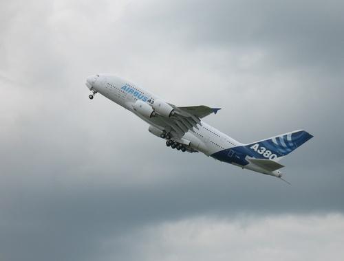 Airbus A 380 FWWEA au Bourget Le 23 06 2007 à 14h30