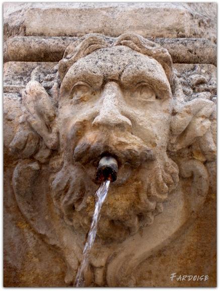 Les fontaines - suite - la fontaine du Cormoran à Pernes les Fontaines