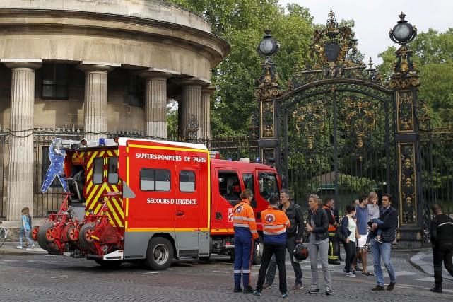 Le parc Monceau de Paris, où la foudre... (AP, François Mori)