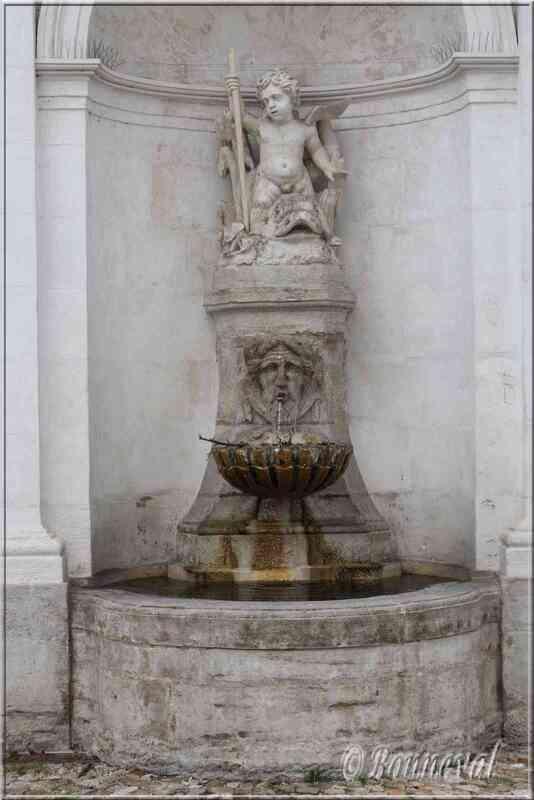 Fontaine de l'Ange Hôtel Brancas Pernes-les-Fontaines Vaucluse