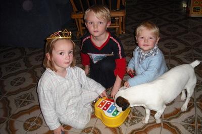 Blog de melimelodesptitsblanpain :Méli Mélo des p'tits Blanpain!, Le petit piano de Léo-Pol!