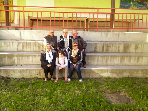 Gérard et sa famille lors d'une cousinade