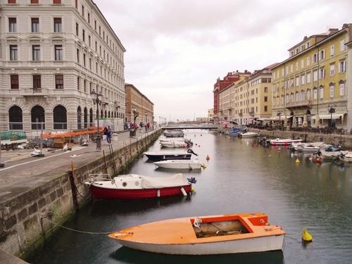 Trieste en Italie: le long du canal (photos)