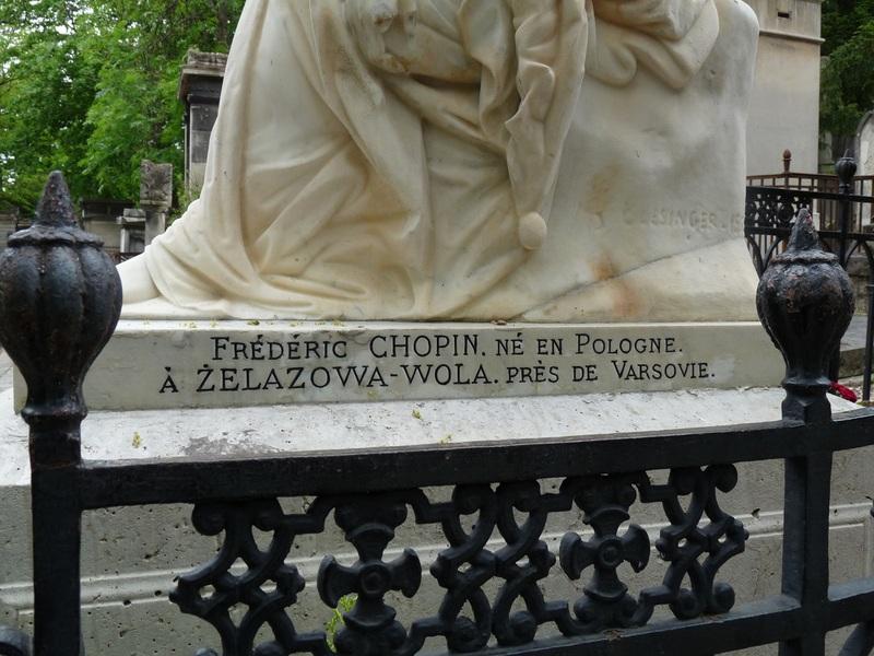 """La tombe d'un personnage célèbre. (Participation à """"mille défis"""""""