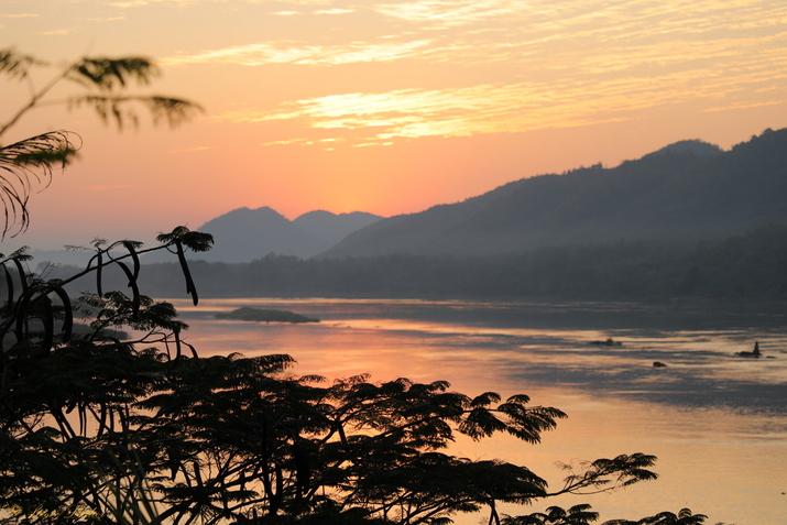 Coucher de Soleil sur le Mékong en amont de Luang Prabang, Laos