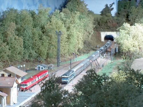 Le TEE Arbalète traverse la gare d'Ennecourt