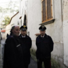 carabiniers en faction devant le domicile de schettino