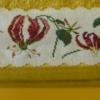 Catherine serviette coté  droites toute en fleurs