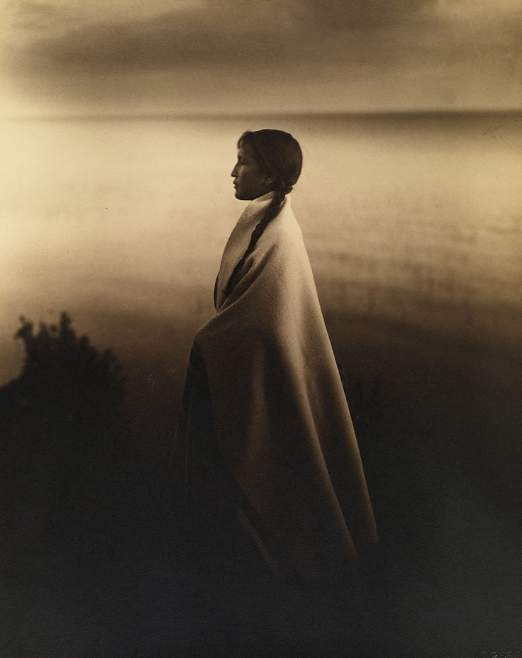 Roland W. Reed - Portrait of an Ojibway, or Chippewa Indian girl, 1907. S)