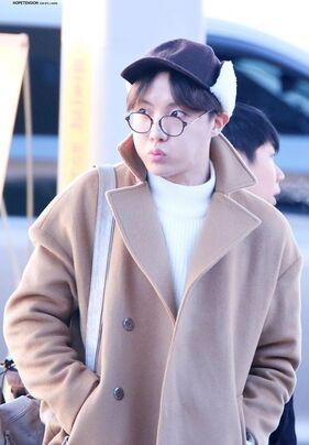 09/01/2016 Aéroport de Taoyuan (Direction Taïwan) J-Hope, Jin, RapMonster, V + BTS