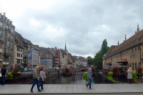 Strasbourg: promenade au bord de l'Ill ...
