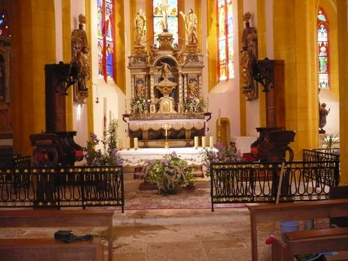 L'église de Catus parée pour la célébration de Pâques