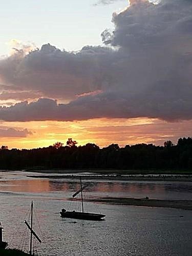 Ciel-d-orage-sur-la-Loire-Chaumont-28-08-12-P1300718.JPG