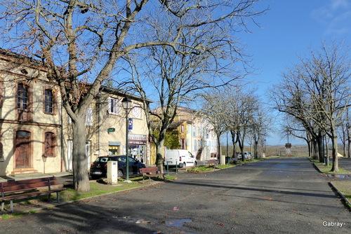 Montgiscard en Lauragais : église et place ...