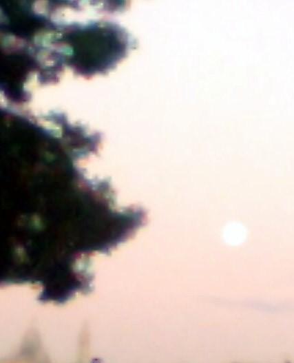 Lune au matin, Sacré Coeur dans le coin