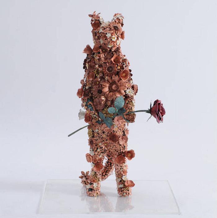 DES ANIMAUX FAITS DE FLEURS EN METAL SCULPTE...........Par l'artiste TAIICHIRO YOSHIDA...